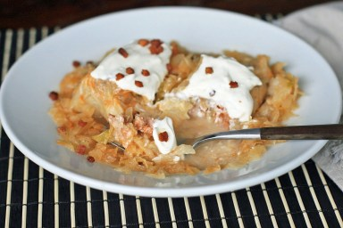 Notice the copious amount of sour cream. Yum. via Girl Cooks World