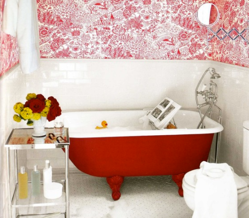 Red and white clawfoot tub? Say no more. Via Houzz.
